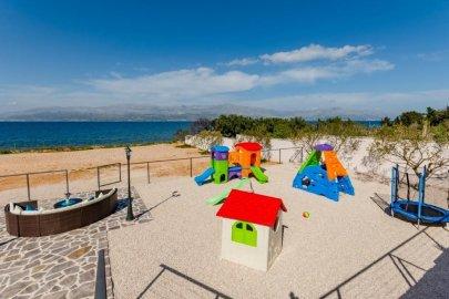 Beachfront villa Mis Brač