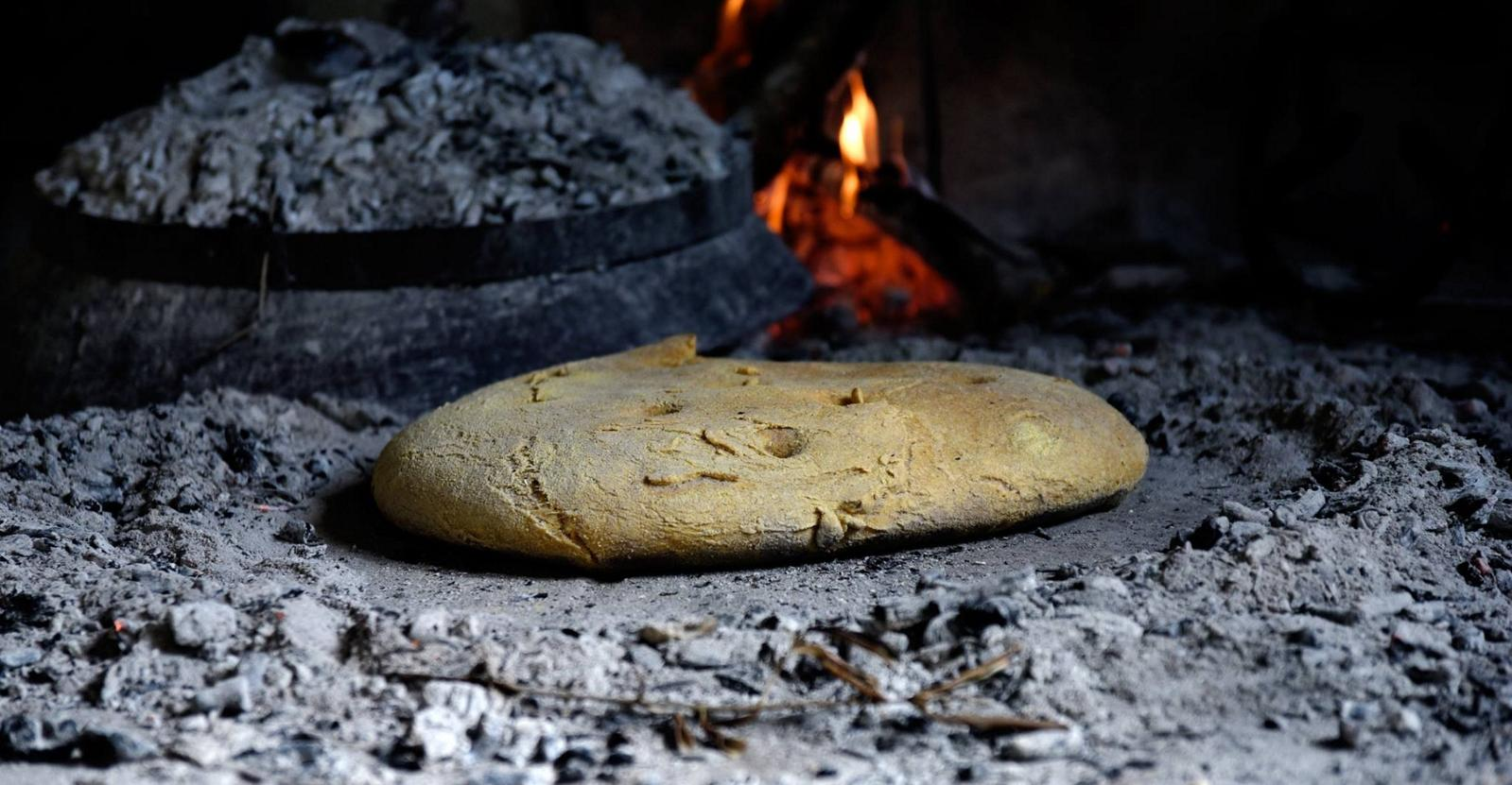 "Homemade bread: Taste the tradition with specially made bread under ""peka"""